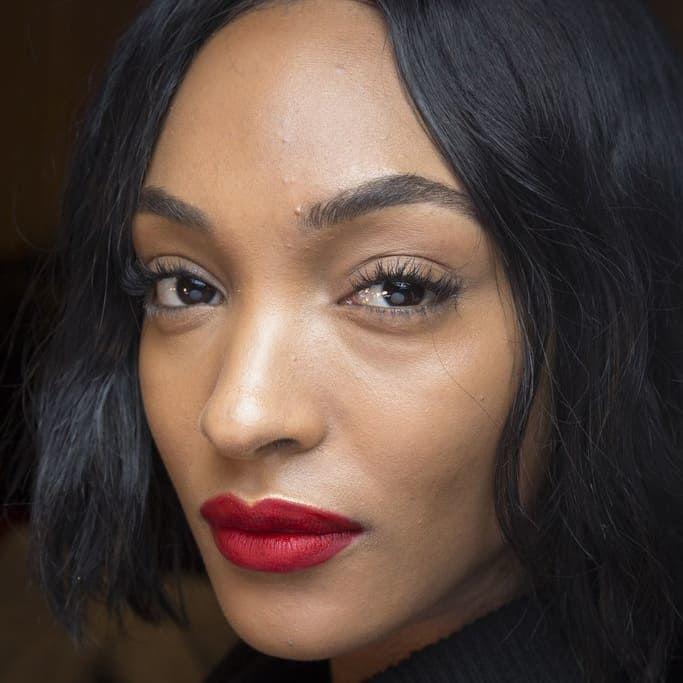 Outono de 2018 tendências de maquiagem, batom vermelho