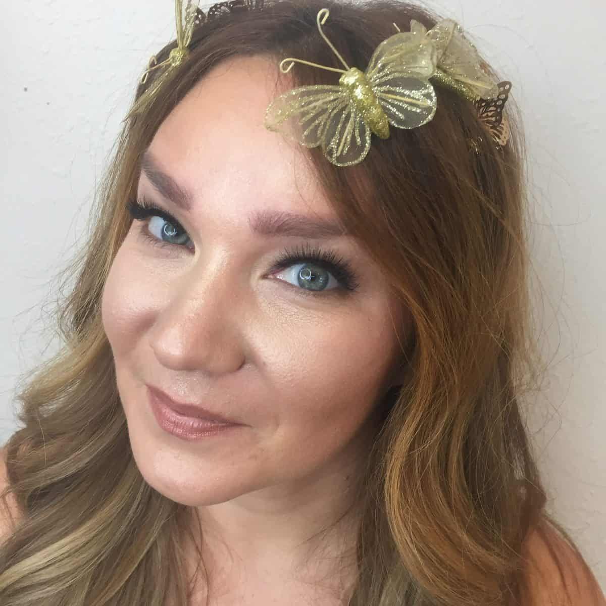 Na maquiagem de Halloween de tendência para mulheres reais