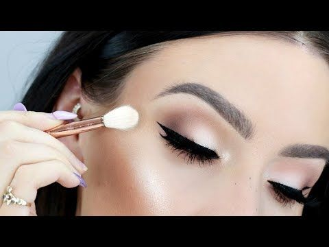 How to Apply Eyeshadow Like A Makeup Artist