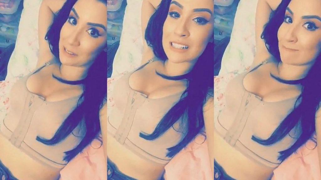 BIA SENSUALIZANDO COM SUTIÃ CIRURGICO | Snapchat Bianca Andrade