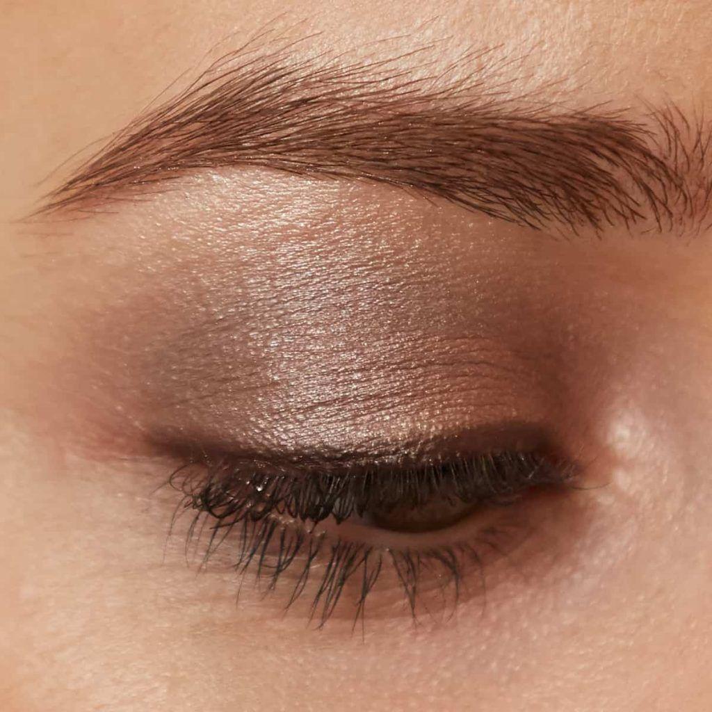 everyday, natural eye makeup look using Brown Sugar PurePressed Eye Shadow Triple