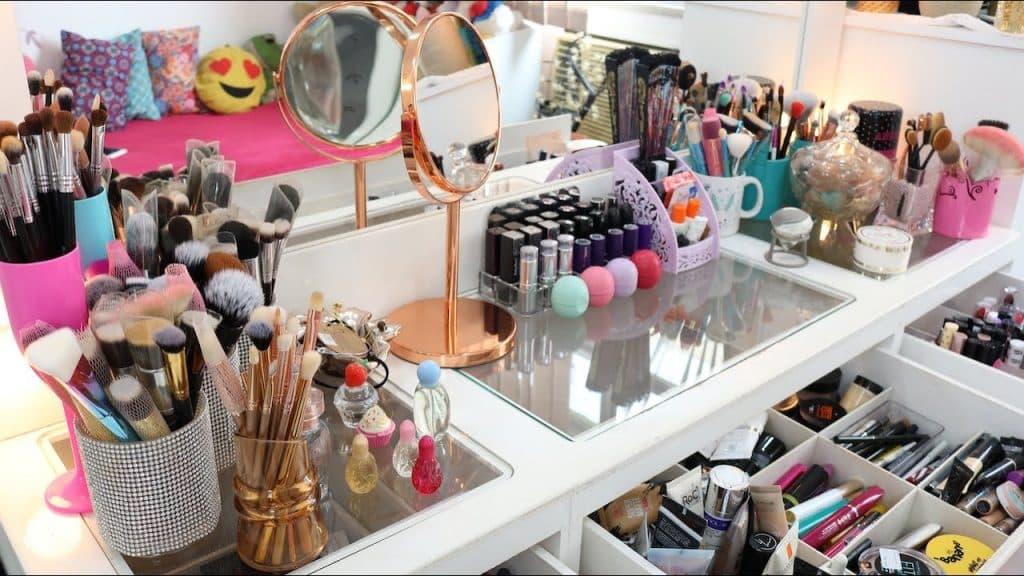 Tour pela Penteadeira ATUALIZADO 2019 | Coleção de Maquiagem!! | #Parte 1