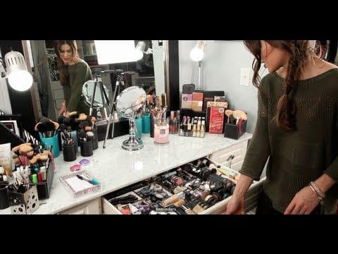 """Minha Penteadera/Mesa de Maquiagem! """"atualizado"""" por Camila Coelho"""