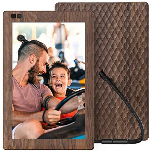 Nixplay Seed Moldura digital para fotos WiFi widescreen de 10,1 polegadas Efeito madeira W10B - Moldura digital com visor IPS e 10 GB de armazenamento on-line, exibe e compartilha fotos via Nixplay Mobile App