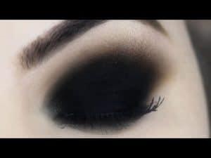 Black Eyes Makeup Tutorial - Olho Preto Esfumado para Iniciantes - Maquiagem #FAZOLHÃO