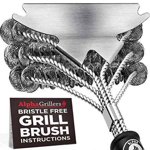 Alpha Grillers Grill escova de cerdas grátis. Melhor limpador de churrasco seguro com raspador extra largo. Ferramentas perfeitas de aço inoxidável de 18 polegadas para todos os tipos de grelha, incluindo Weber. Acessórios ideais para churrasco