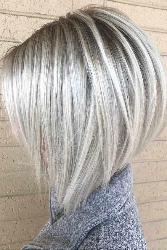 Os modelos mais ambiciosos para penteados de verão de corte de cabelo curto na porta