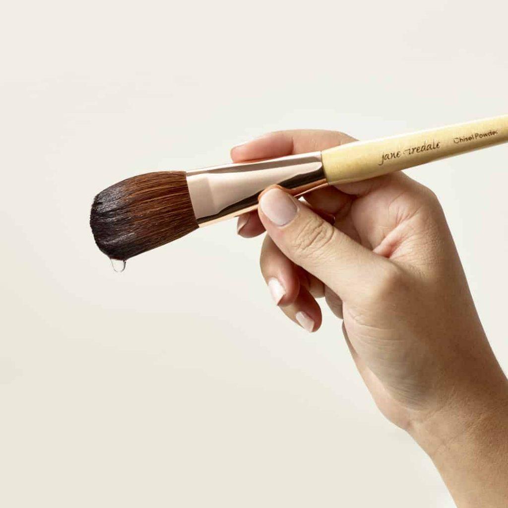 Como limpar os pincéis de maquiagem: Cuidados com os pincéis de maquiagem