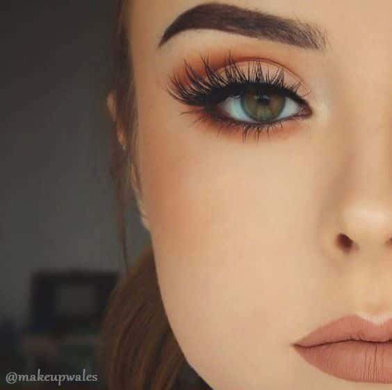 Quer aprender a fazer maquiagens parecidas com essa e ficar ainda mais bonita? E...
