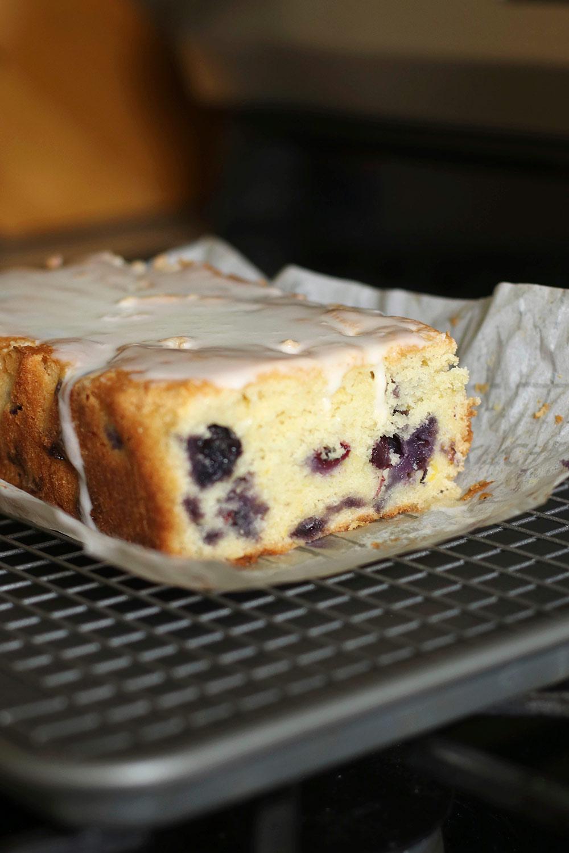 Stress Baking Enquanto Social Distancing: Um glorioso glúten sem glúten Lemon Blueberry Loaf!