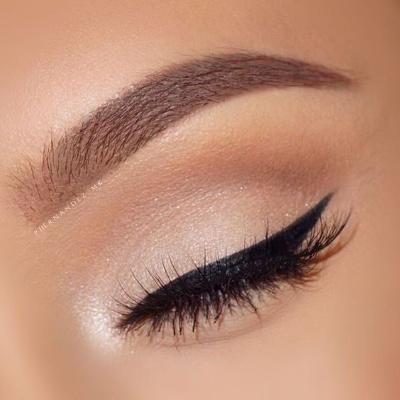 Top 8 Eyeliners For Sensitive Eyes - Makeup Artist Approved